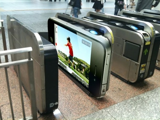 Guerrila Marketing to promote iPhone in metro stations in Tokyo. Incredible!!