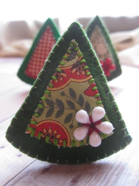felt christmas tree brooch | Flickr -