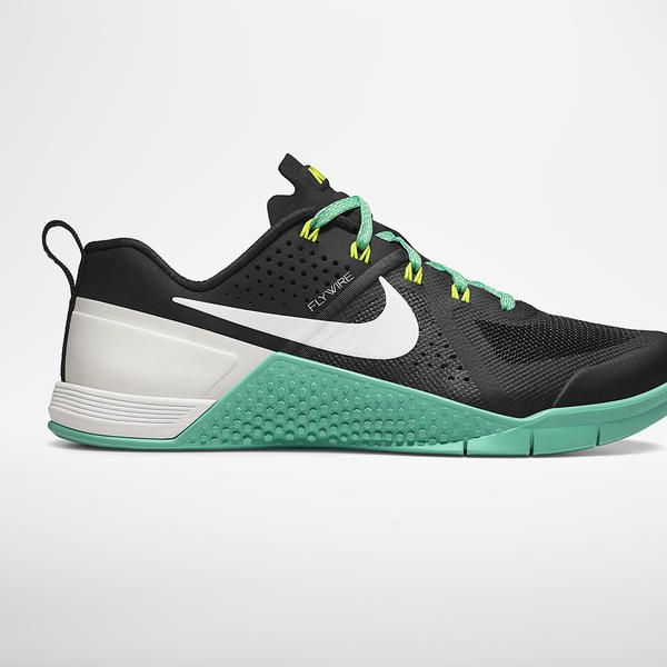 Lauren Fisher Lifts, Sprints and Climbs in her new Nike Metcon Shoes