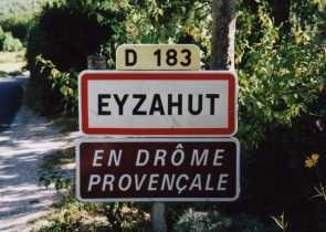 Bonjour, ici Eyzahut : village perdu mais splendide de la Drome provencale (France)