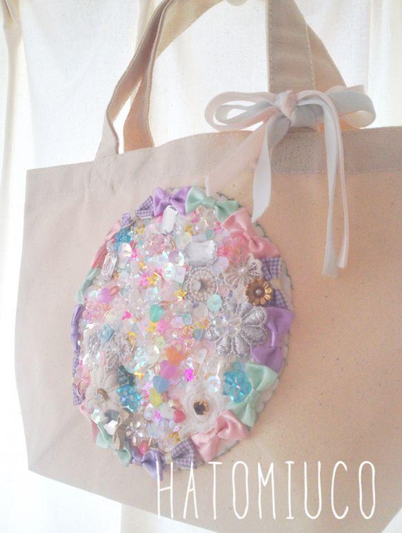 キラキラな刺繍がとびきり目をひく元気なバッグ。バッグ本体・・・MADE IN PAKISTANコットン100% 12オンス本体/約300×200&...|ハンドメイド、手作り、手仕事品の通販・販売・購入ならCreema。