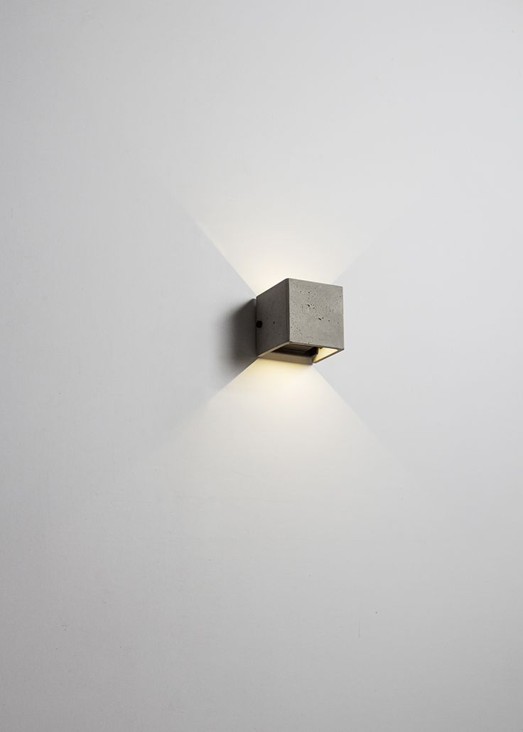 V wall lamp. Outdoor use & abjustable light direction.