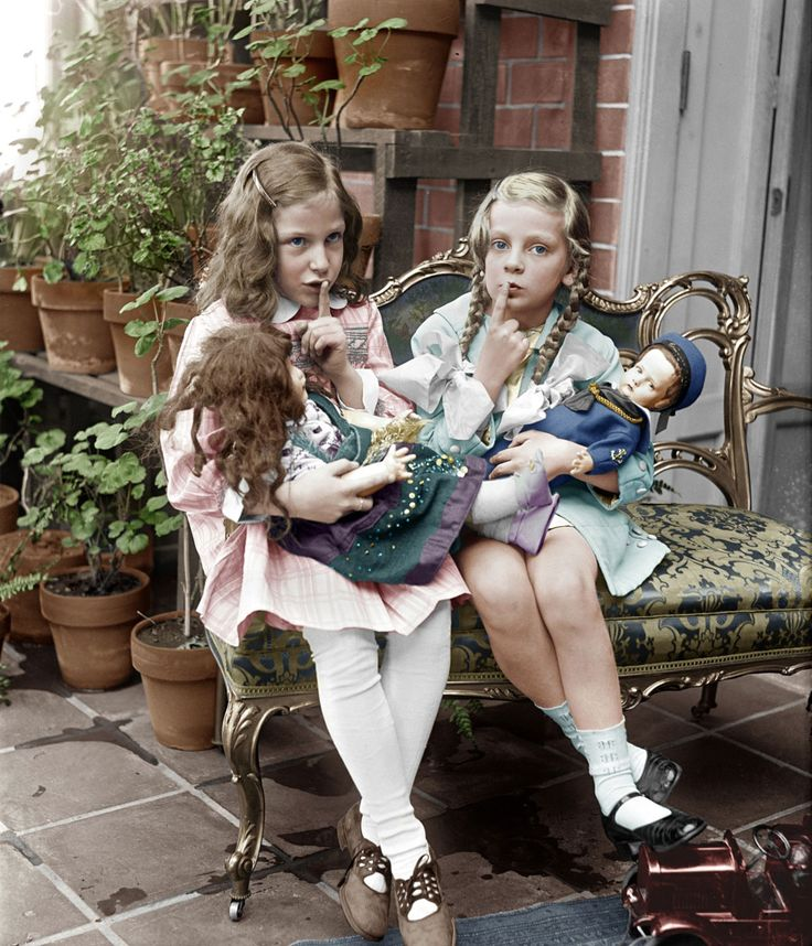 Shorpy Historical Photo Archive :: Two Young Girls With DollsTwo Young Girls With Dolls (between 1909 and 1923) (Colorized)