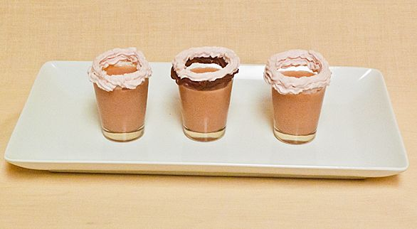 Strawberry Chocolate Cupcake Shot. I need to try this..: Chocolates Liqueurs, Cupcakes Shots, Chocolate Cupcakes, Strawberries Chocolates, Strawberries Cupcakes, Chocolates Cupcakes, Chocolates Strawberries, Cupcakes Rosa-Choqu, Strawberries Recipes