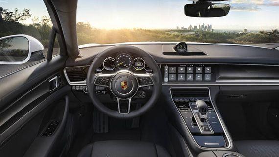 Интерьер гибридного седана Порше Панамера S E-Hybrid 2018 / Porsche Panamera Turbo S E-Hybrid 2018
