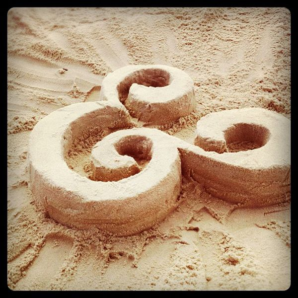 An ampersand in sand. — ohemgeeee!: Heart Ampersand, Sands Castles, Amper Sands, Art Graphics, Ampl Sands, Ampersand Obsession, Favourit Things, Creative Things, Bedrooms Inspiration