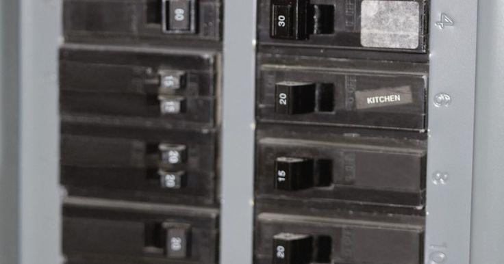 Como reparar um disjuntor quebrado. O disjuntor pode exigir substituição devido à adição de um novo aparelho, como um forno, secadora, aquecedor ou ar-condicionado. Esses itens podem puxar muita eletricidade para funcionar. Você pode notar que ao substituir o disjuntor, ele pode desarmar novamente. Pode ser necessário adicionar um disjuntor adicional para proteger o novo. Substituir ...