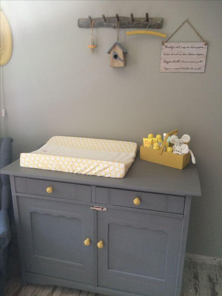 17 beste idee n over grijs babykamers op pinterest bruine wieg babykinderdagverblijf en - Muurschildering grijs ...
