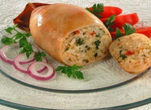 Кальмары фаршированные в духовке https://www.go-cook.ru/kalmary-farshirovannye-v-duxovke/  Менее затратное по времени, и несколько более изысканное новогоднее горячее блюдо для любителей морепродуктов. Кальмары довольно быстро как провариваются, так и запекаются. Передержка и в том и другом случае грозит жестким мясом Рецепт кальмаров фаршированных в духовке Время подготовки: 15 минут Время приготовления: 20 минут Общее время: 35 минут Кухня: Русская Тип: Второе блюдо Порций: … Читать далее…