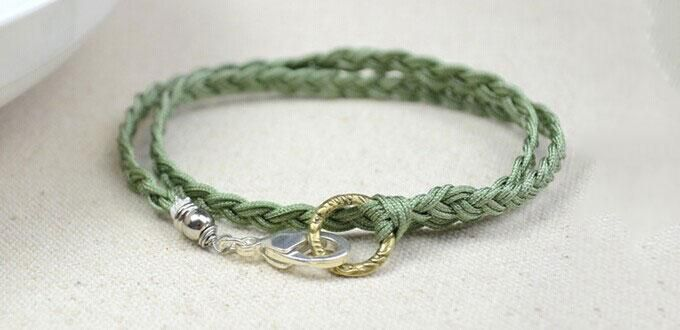 How to Make Quick and Easy Friendship Bracelets by Braiding Nylon Threads