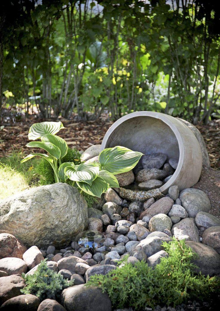 Puutarhaan tehdyn puron soliseva ääni rauhoittaa ja houkuttelee viihtymään. Katso Meidän Talon ohjeet ja rakenna vesiaihe puutarhaan!