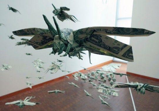 Zwermen insecten van dollarbiljetten
