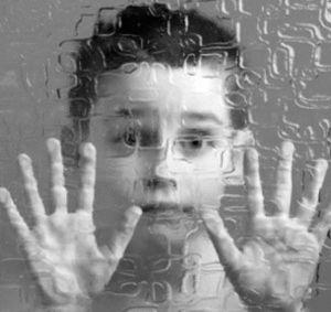 Autismo: cos'è e quali sono i sintomi.