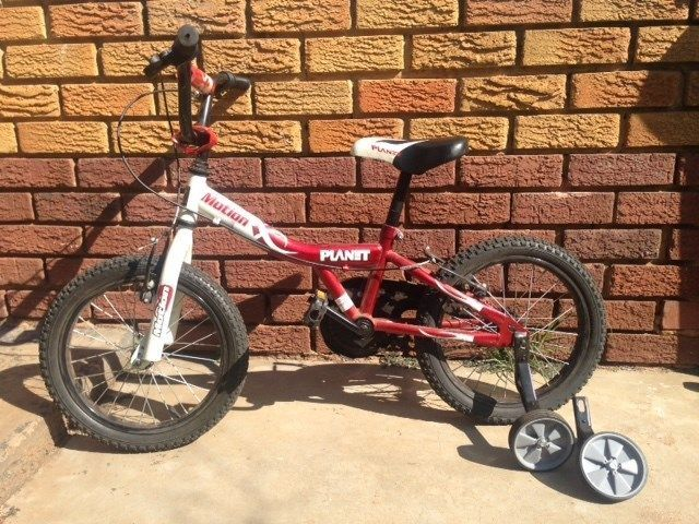 Kids bicycle years 5-9 with training wheels for sale