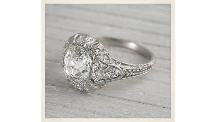 Bagues vintage http://www.vogue.fr/mariage/bijoux/diaporama/ou-trouver-bague-de-fiancailles-ideale-mariage-diamants-solitaires/18108/image/989782
