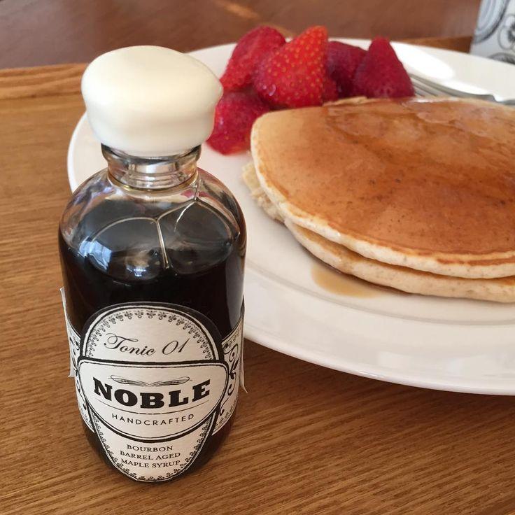 世界一おいしいメープルシロップなんですって。  .  .  #かけすぎ注意 #大人の味わい  #あさごはん #パンケーキ  #メープルシロップ #foodphoto #table #全粒粉パンケーキ #breakfast #おいしいもの #noblehandcrafted