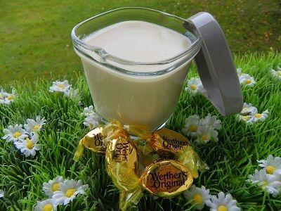Ingrédients : 120 g de caramels durs 500 g de lait 2 œufs 40 g de fécule de mais 40 g de crème Préparation : mettre les caramels durs dans le bol puis mixer 5 secondes à vitesse 6 ajouter le lait, les œufs, la fécule de mais puis mixer 6 secondes à vitesse...