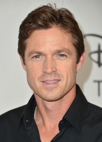 Eric Close! Yes! He's oh so handsome, I've had a crush on him since he was on Without a Trace, AND I met him when he was a guest at the country club where I used to work. Super nice and just as good-looking in person :)