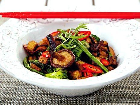 Vegetarisk wok med tofu | recept.nu