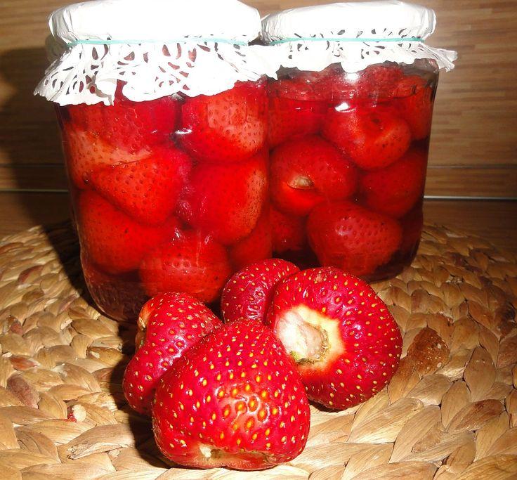 Jahodový kompot | recept. Jahodové kompoty se těší velké oblibě, proto máte-li přebytek jahod, neváhejte a zavařujte. Zavařené