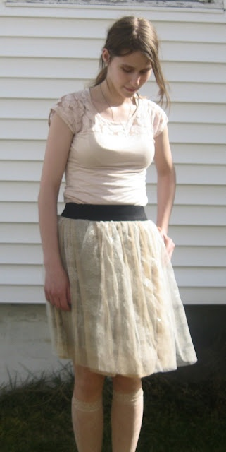 I want the sockies and the skirt! I'm going to have to go to GW and see if I can't find some old prom dresses!Sewing Projects, Finish Products, Diy Lacy, Verdant Bent, Skirts Pattern, Diy Clothing, Lacy Skirts, Lace Skirts, Modern Sewing