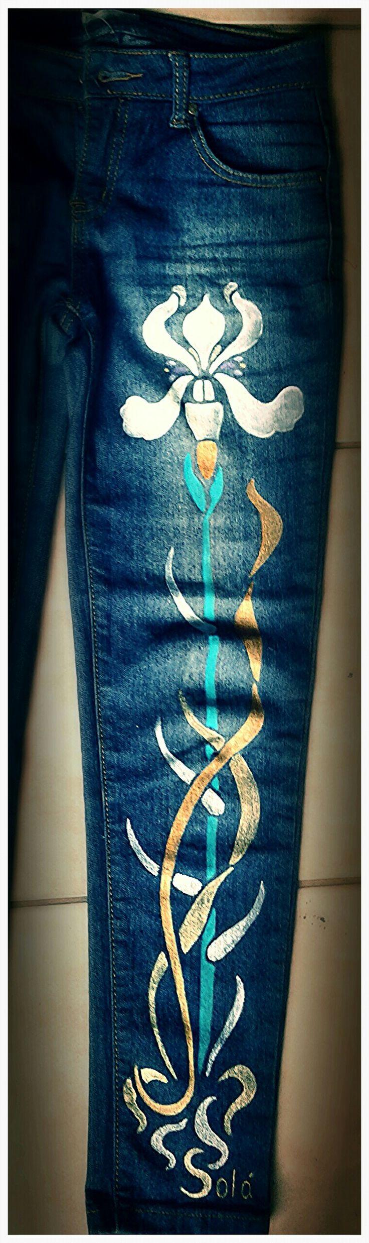 Todas las tallas y colores. Diferentes estilos y variedad de diseños.  Personaliza tus pantalones con Solá.  Pintados a mano.