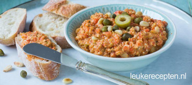 Heerlijk smeersel van olijven en paprika voor op brood, ook lekker bij de BBQ