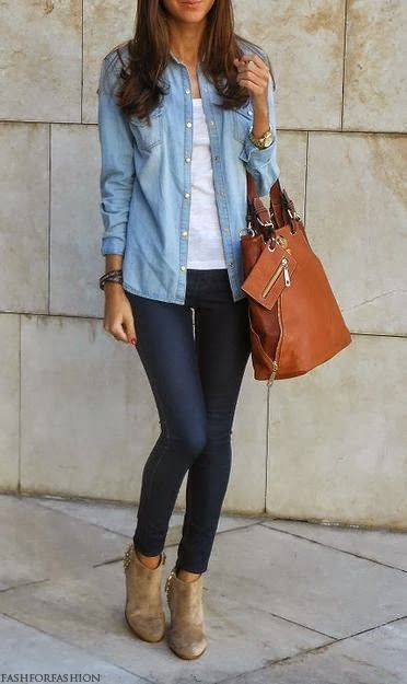 Chambray button-up.  Dark skinny jeans.  Tan ankle boots.  Tan bag.