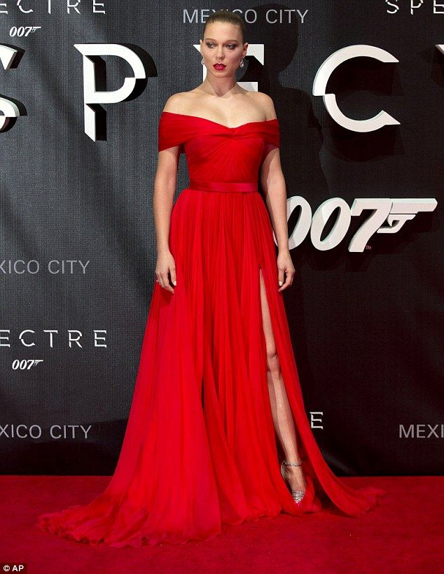 Lea Seydoux in a Miu Miu gown with #Chopard jewels attends James Bond Spectre premiere in Mexico City on November 2, 2015 #MiuMiuCelebs