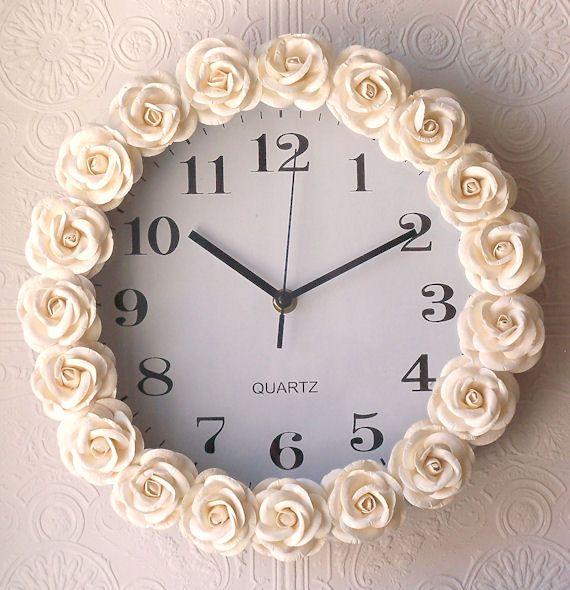 Relógio barato + flores de 1,99 + cola quente