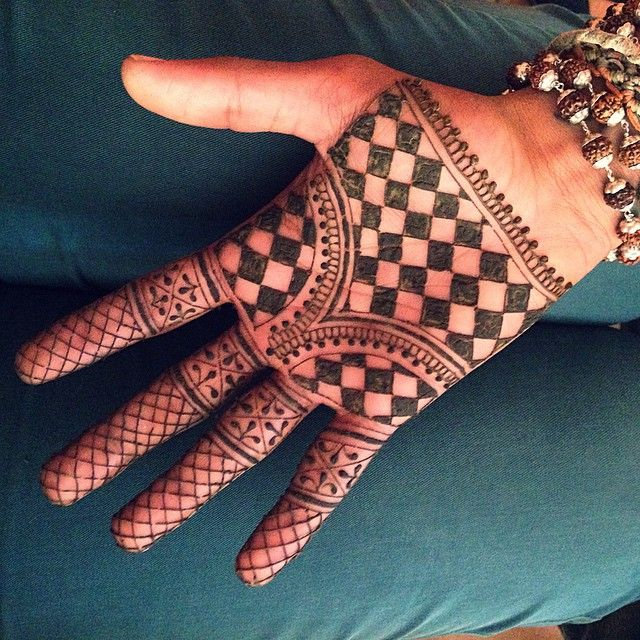 Henna Tattoo Utrecht: Who Says Mehndi Is Only For Women? ☺️ Fun Times! #mehndi