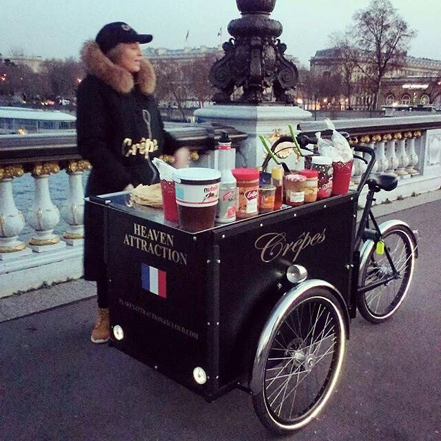 Supersize @nutellaitalia jar and super-cute Crepe Bike certain to attract customers. repost from @vectotriporteurs