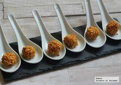 Bombones de foie y almendra crocanti. Receta con fotos paso a paso del proceso de elaboración y presentación. Receta de entrantes o aperitivos pa...