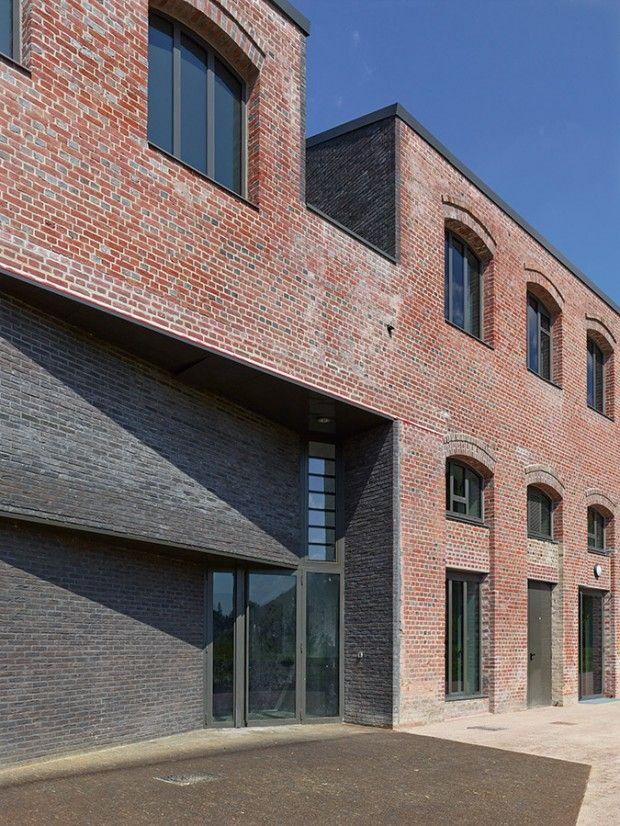 Réhabilitation d'une ancienne cartonnerie par h2o architectes - Journal du Design