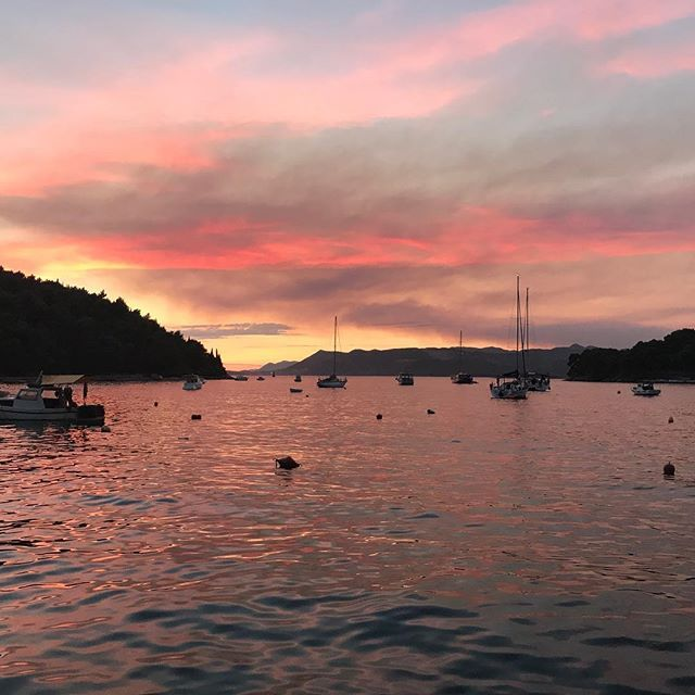 Reposting @original_verity: Sunset tonight - no filter needed. . #AlquilerdeFincasenAntioquia #AlquilerdeFincas #AlquilerDeFincasEnMelgar #AlquilerDeFincasEnGirardot #FincasDeTurismo #HotelesEnMelgar #AlquilerdeCabañas #PaquetesTuristicos