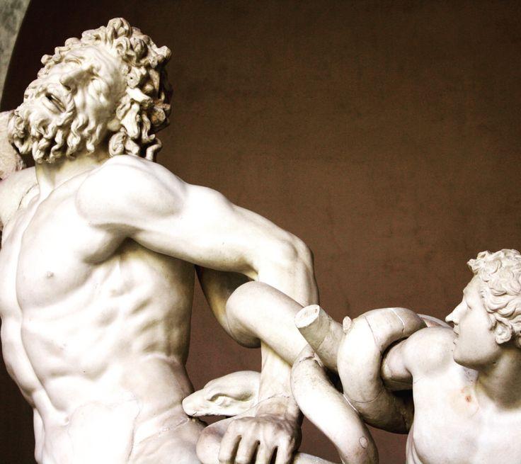 Details ♥️ in vatican museum #rome #vatican #details #statue