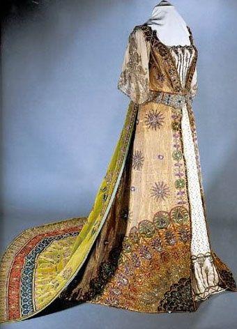 historyofthemonarchy: Fashions pela House of Worth (1897).  Desgastado pela Duquesa de Devonshire para o jubileu de diamante da rainha Victoria - via Pinterest