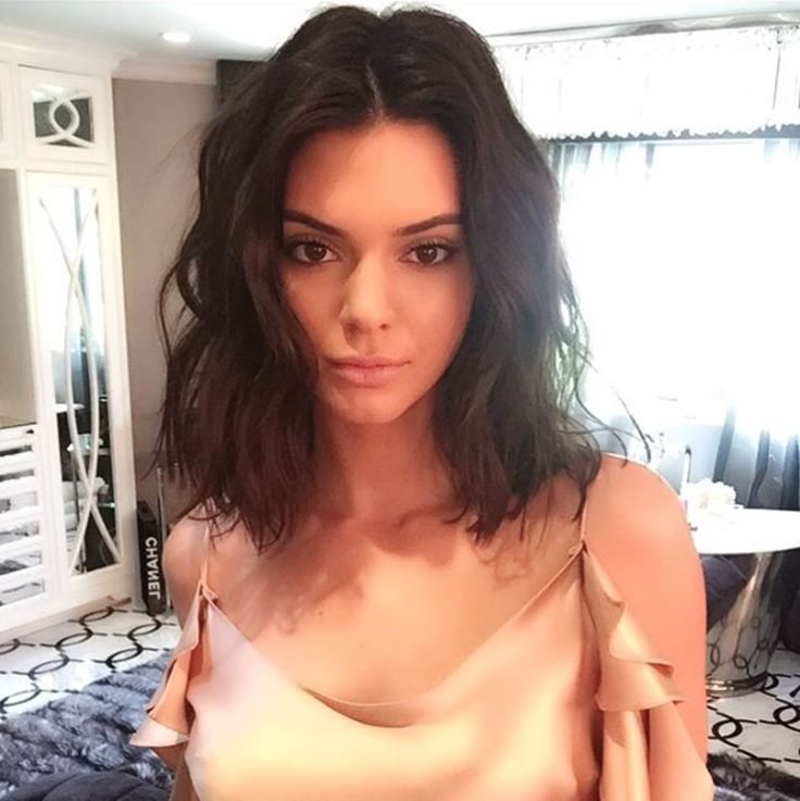 Jen Atkin: Salon day today /ritahazan/ ! ✂️ My most requested vibe? The Kendall® messy lob! Ladies how are we ever going to go back to long hair? Makeup @makeupbyariel #JenAtkinHair @monicarosestyle #KendallJenner