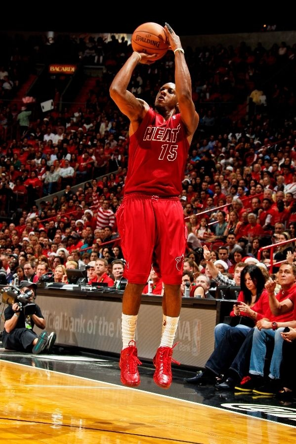Mario Chalmers #15 had a couple of three-pointer against the Oklahoma City