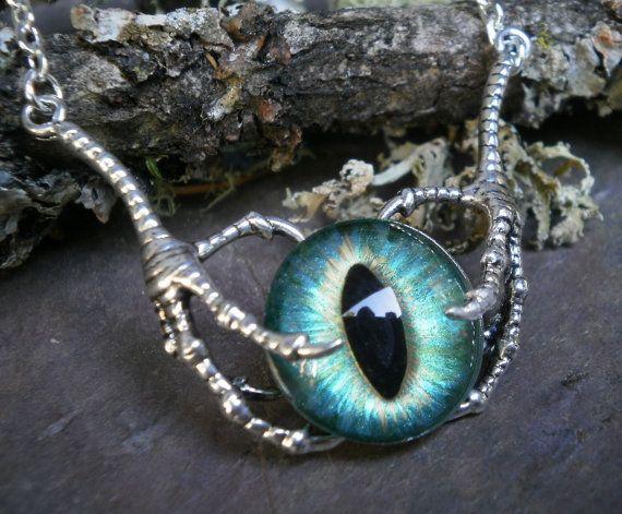 Gothic Steampunk Raven klauw met groene Blue Eye