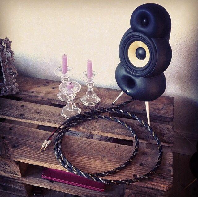 Matt black MiniPod | wood pallet | cool cables