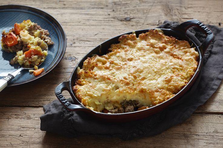 Με κιμά μοσχαρίσιο και γραβιέρα Χωριό, αυτή η συνταγή για κρεατόπιτα είναι χωριάτικη και λαχταριστή!