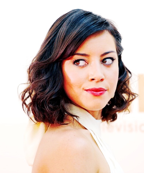 Aubrey Plaza Mid Length Fancy Do With Images Short Hair Styles Shoulder Length Curly Hair Cool Short Hairstyles