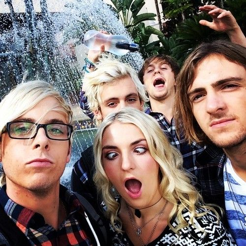 Rikypoo and his glassesRatliff and his funny facesRocky's like yo I'm cool Rydel's like I'm cray gurl And Ross is like Oh are we talking a picture or something