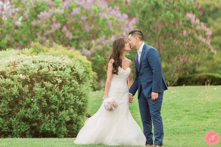 A Sweet Spring Wedding at Deer Creek Golf Club    © 2017 Samantha Ong Photography www.samanthaongphoto.com #samanthaongphoto #weddingphotography #weddings #weddingphotos #deercreek #golfcourse #torontowedding #springwedding #spring
