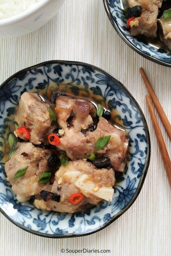 Steamed spare ribs in black bean sauce. A classic dim sum dish.