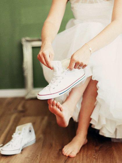Warum wir jetzt unbedingt Flats zum Brautkleid tragen wollen!