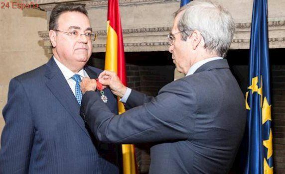 El presidente de Enagás, Antonio Llardén, Caballero de la Legión de Honor de Francia