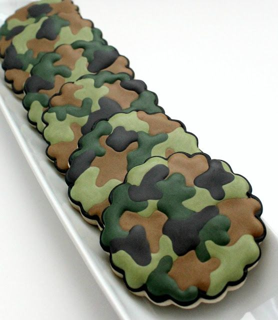 How to Make Camouflage Print Cookies ~ Recipe and How To's. Included pictures for pink camouflage cookies as well.