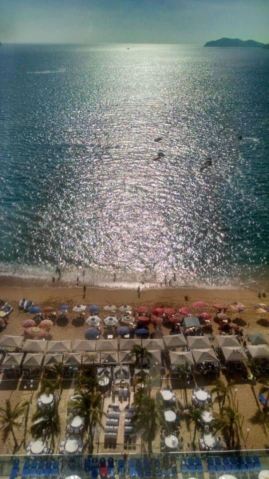"""Cop@News informa: """"Buenas tardes a la vida, buenos días al amors...con arena y sol... el mar azul"""" ;) #Acapulco te espera y en COPACABANA = La mejor combinación!!"""